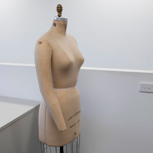 Shine Learning Studio - Dressmakers mannequin
