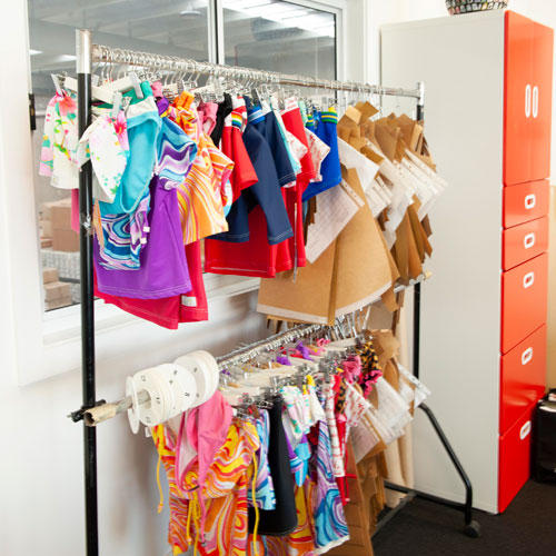 Shine Learning Studio - Clothes rack